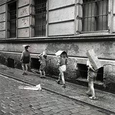 Eustachy Kossakowski - Children of cartons on their heads, Warsaw, 2007.