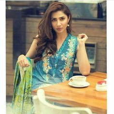 Mahira Khan. Pakistani Actress Indian Inspired Fashion, Ethnic Fashion, Asian Fashion, Women's Fashion, Fashion Trends, Bridal Suits Punjabi, Pakistani Wedding Outfits, Mahira Khan Husband, Mahira Khan Pics