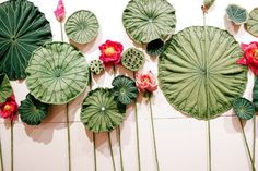 This is awesome! Blooms and leaves knitted in science. Brooklyn Botanic Garden Exhibition Is Knitted With Scientific Accuracy - via  WSJ.com