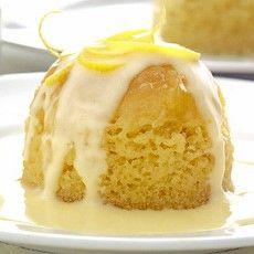 Lemon Sponge Puddings with Lemon Curd Cream Delia Smith's Canary Puddings with Lemon Curd ToppingDelia Smith's Canary Puddings with Lemon Curd Topping English Pudding, British Pudding, Steamed Pudding Recipe, Pudding Flavors, Lemon Recipes, Sweet Recipes, Lemon Pudding Recipes, Dessert Dishes, Dessert Recipes