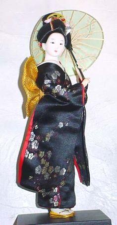 Japanese Doll - Black Dress w/Green Umbrella Momiji Doll, Kokeshi Dolls, Big And Beautiful, Beautiful Dolls, Japanese Kimono, Japanese Doll, Indian Dolls, Asian Design, Japan Art
