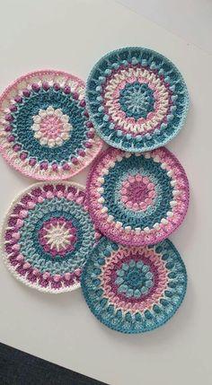 Crochet Coaster Pattern, Crochet Mandala Pattern, Granny Square Crochet Pattern, Crochet Flower Patterns, Crochet Designs, Crochet Doilies, Crochet Flowers, Crochet Stitches, Knitting Patterns