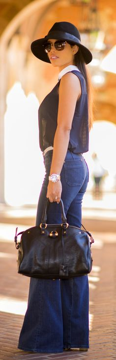 Sleeveless collared top and flared jeans Plog Style