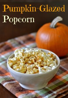 This pumpkin popcorn is a delicious, affordable whole grain snack that kids and adults will love. Roast this sweet treat for a unique fall snack. Healthy Popcorn, Popcorn Snacks, Popcorn Recipes, Snack Recipes, Popcorn Toppings, Popcorn Seasoning, Popcorn Kernels, Popcorn Bowl, Syrup Recipes