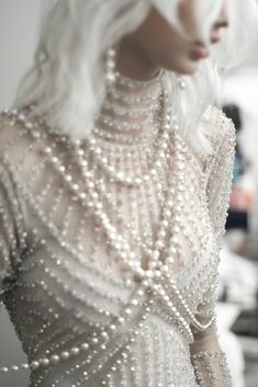 Naeem Kahn Spring 2018 / Wedding Style Inspiration / LANE A Gatsby inspired look Couture Fashion, Runway Fashion, Fashion Show, Womens Fashion, Fashion Ring, Naeem Khan, Pallas Couture, Mode Inspiration, Medieval Clothing