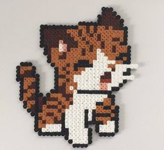Wanddeko - Braune Katze aus Bügelperlen als Deko - ein Designerstück von Katerbong bei DaWanda