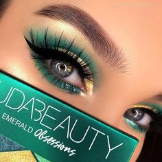 F A B U L O U S eyes💫by the beautiful @aleksandrakonieczny wearing @hudabeauty Emerald Obsessions & lashes in Jade 🧚🏼‍♀️💛