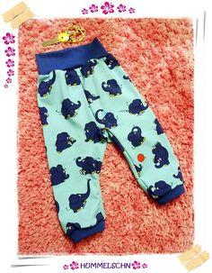 ✂ Elefant meets RAS & Upper Mukk ✂ ✂ Mein kleiner süßer PATENJUNGE hatte Anfang Dezember seinen ersten GEBURTZELTACH :) Da musste natürlich ein GEBURTSTAGSSHIRT und eine HOSE her :) Verliebt bin :) Die Freude war GROSS und der kleine MANN sah zukka aus :) Herzle hüpf  ✂ ✂ FREEBOOK RAS  by Nähfrosch & FREEBOOK Upper MUKK by Mukkelchen :) Stöffle Elefant aus der SCHATZKISTE :) ✂ Tadaaaaaaaaaaaaaaaaaa :) Guckt mal :) Weitere Infos und PICS im HUMMELSCHN BLOG <3 ✂ ✂…