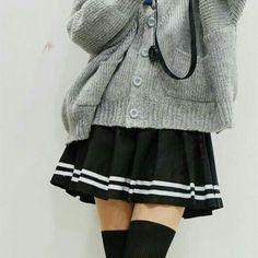471e8e0cf6 Pleated Skirt Outfit, Black Pleated Mini Skirt, Pleated School Skirt, Skirt  Outfits,