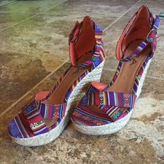 SALE! NWOT! MIA size 8 wedge heel! New without tags MIA shoes! Adorable print! MIA Shoes Wedges