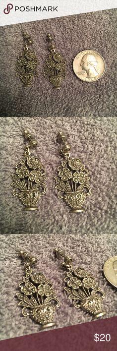 Gorgeous pair of vintage style earrings! No tarnishing, no flaws! Marcasite vintage style earrings. Super cute! Jewelry Earrings