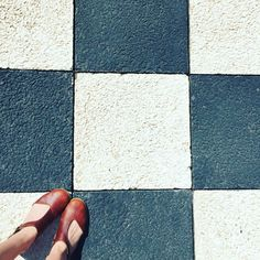 Discovered this #chessboard at work today...it does count as a #floor right? #ihavethisthingwithfloors #fromwhereistand #blubettysa #dapper #baobab { shoes @blu_betty_sa }