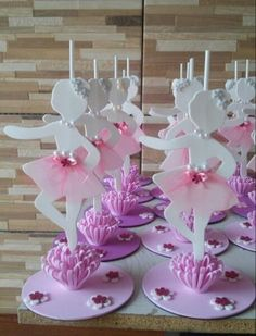 Forminha para docinhos Bailarina - MyKingList.com Ballerina Party Favors, Ballerina Birthday Parties, Ballerina Cakes, Birthday Balloons, Girl Birthday, Recycled Christmas Decorations, Ballerina Ornaments, Wedding Henna, Birthday Party Centerpieces