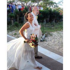 """Essa é a lindinha da @jessikitia casando em Búzios com seu belo Carol Nasser em musseline de seda pura e renda francesa!!  #carolnasseratelier #noivacarolnasser #justmarried #casamentonapraia #sobmedida #Búzios #bridal #wedding #detail #renda #fluidez #lace #gown #weddinggown #bridalstyle #beachwedding #vestidodenoiva #casandonapraia #noiva #sposa #sedapura #silk #bride"" Photo taken by @carolnasseratelier on Instagram, pinned via the InstaPin iOS App! http://www.instapinapp.com (08/31/2015)"