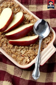 This Baked Apple Butter Oatmeal dish is incredibly easy to make, and bakes in only 30 minutes. A crispy oat topping combines with a mouth-watering fruit filling. Ingredients: 1 cup Quaker Old-Fashioned Oats, 1 tablespoon raw sugar, 1/2 teaspoon baking powder, 1/4 teaspoon salt, 1/2 teaspoon cinnamon, 1/2 teaspoon nutmeg, pinch of ginger powder