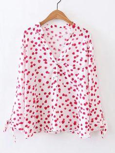 Blusa con estampado floral escote V de manga con cordón