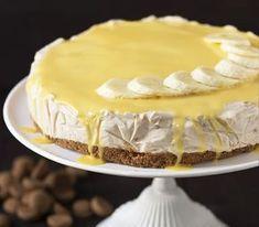 Banaan én speculaas. Een goddelijke combinatie. Deze bananentaart met speculaasbodem hoef je niet te bakken. Overgiet de taart met advokaat. Extra lekker.