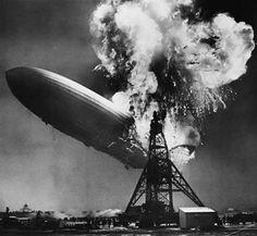 1937 - ZEPELLIN HINDEMBURG: o maior dirigível da história, com 245 m de comprimento e sustentado no ar por 200 mil m3 de hidrogênio, saiu de Hamburgo e cruzou o Atlântico a 110 km/h. Na noite de 6/5/1937, quando preparava-se para descer no campo de pouso da base naval de Lakehurst, em Nova Jersey, com 97 ocupantes a bordo, sendo 36 passageiros e 61 tripulantes, um incêndio tomou conta da aeronave. O saldo foi de 13 passageiros e 22 tripulantes mortos e um técnico em solo, no total de 36…
