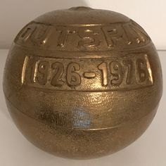 """ORANGE   2 - teilige vergoldete Bronze /  mitgegossen :  """" OUTSPAN  1926   1976 """" Jubiläumsgabe 50 Jahre OUTSPAN  , ( Verband für spanischen Obstexport  mit dem Logo OUTSPAN ).  [ Pro domo : Von besonderer symbolischer Bedeutung für den  Werdegang ]."""