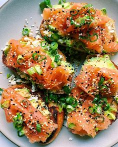 Bagel-Inspired Toasts for some Sunday goodness: Toasted sourdough with feta avocado slices smoked salmon scallion Everything But The Bagel Seasoning and a lemon olive oil drizzle via Healthy Breakfast Recipes, Brunch Recipes, Healthy Recipes, Detox Recipes, Healthy Treats, Smoked Salmon Bagel, Smoked Salmon Breakfast, Smoked Salmon Recipes, Avocado Breakfast