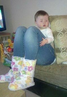 nice legs asian baby!
