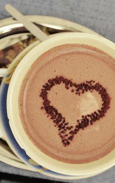 Hot Chocolate Coffee Latte, I Love Coffee, Coffee Dessert, Chocolate Coffee, Be My Valentine, Yummy Drinks, Good Food, Treats, Heartbeat