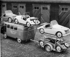 Kleinschnittger- Think someone is trying to take it all with him. Volkswagen Bus, Vw T1, Vw Camper, Vw Vintage, Vintage Trucks, Old Trucks, Vw Cars, Pedal Cars, Jeep Cars