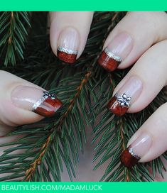 """Christmas Garland"" Christmas Nails"