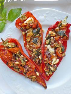 Poivrons rouges farcis au légumes, basilic et féta