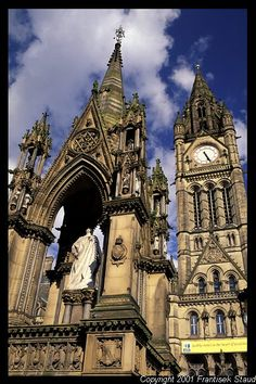 Albert Square, Manchester, UK I went here for Christmas 2 years ago. Places To Travel, Oh The Places You'll Go, Places To Visit, Beautiful Buildings, Beautiful Places, Cities, England And Scotland, England Uk, Manchester England