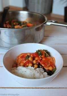 Tomatisert kyllinggryte med kikerter og grønnkål
