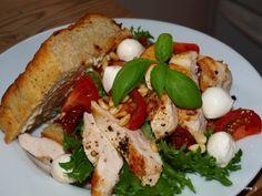God og enkel lunsj eller kveldskos! Hva med å steke en kyllingfilet eller to ekstra neste gang, så har du til en god lunsj eller kveldskos dagen etter?