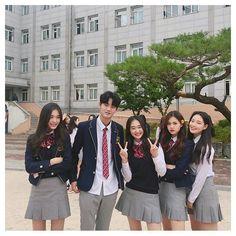ideas for funny friends girls bff Cute Korean, Korean Girl, Asian Girl, Ulzzang Couple, Ulzzang Girl, School Uniform Outfits, Korean Uniform School, Korean Best Friends, Boy Squad