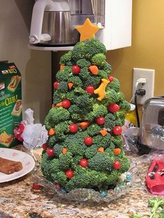 Christmas veggie tree christmas parties, xmas trees, christmas recipes, veggi christma, decorated cookies, veggie tray, cooking tips, christmas trees, veggi tree