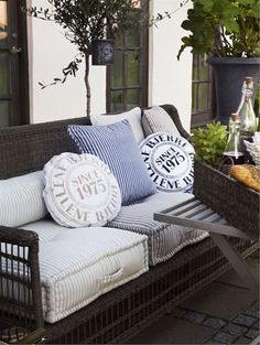High-quality Homebuilding Magazine - An Excellent Assist In Dwelling Style And Design And Design These Colors Have A Light Summer, Beach Feel To Them.Great For The Backyard Patio Sofa. Outdoor Living Areas, Outdoor Rooms, Outdoor Sofa, Living Spaces, Outdoor Decor, Outdoor Pillow, Outdoor Seating, Living Room, Garden Furniture