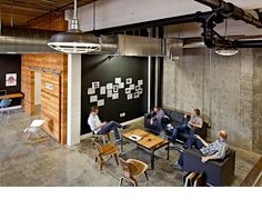 How has Vertrue Utilized the Open Office Layout Design? Open Office, Office Lounge, Office Meeting, Casual Meeting, Small Office, Staff Meetings, Office Reception, White Office, Industrial Office Design