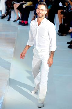Louis Vuitton Spring 2012 — Runway Photo Gallery — Vogue