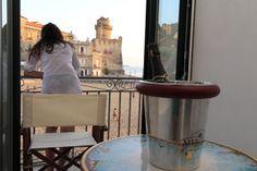 Ferienwohnung MARINA PICCOLA in Santa Maria di Castellabate! Südlich chices Wohnen am Sandstrand! Komfortables Appartement im mediterranen Stil in einem restaurierten Palazzo direkt am schönsten Sandstrand von Santa Maria mit Traumblick auf die Altstadt! 3 Balkone zum Meer!