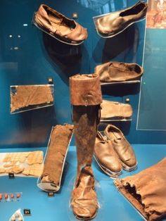 Shoes, a sock and a boot from the Mary Rose (Elizabethan ship). Tudor History, British History, Asian History, Tudor Monarchs, Schuster, Tudor Dynasty, Tudor Era, King Henry Viii, Landsknecht