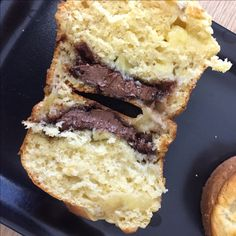 Muffins banane choco - Powered by @ultimaterecipe Healthy Biscuits, Muffins, Healthy Snacks, Healthy Recipes, Breakfast Dessert, Cheesesteak, French Toast, Sandwiches, Paleo