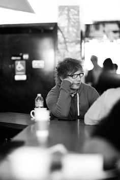 besides ryan higa.. Ed looks freaking sexy in glasses c;