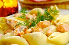Shells with Salmon Cream Sauce is another great pasta recipe I can't seem to live without. This is a tasty dish made with a blend of salmon and dill in a sauce that's creamy and delicious. Great Pasta Recipes, Fish Recipes, Seafood Recipes, Salmon Recipes, Salmon With Cream Sauce, Creamy Salmon Pasta, Stuffed Pasta Shells, Cupcakes, Tasty Dishes