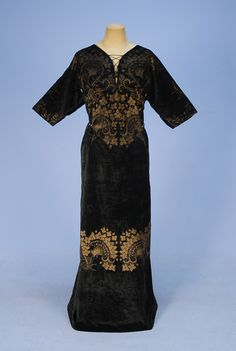FORTUNY STENCILED VELVET GOWN, EARLY 20th century.