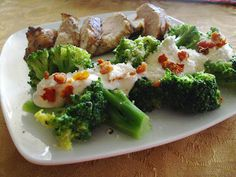 24/7 Low Carb Diner: Broccoli with Sun Dried Tomato Cheese Sauce
