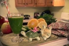 3 medium Apples, 4 celery stalks, 1/4 in slice ginger root, 1 large orange (Peeled), 1/2 lemon, a handful of spinach
