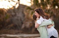 Nog zo een mooie foto. Zorg ervoor dat iemand weet van jouw huwelijksaanzoek zodat diegene stiekem foto's kan gaan maken. Klik op de foto voor meer tranentrekkende foto's.