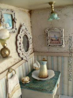 Detalle Cuadro de Baño con miniaturas