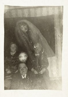 15 phantom photos by William Hope, the pioneer of paranormal photography   Buzzly