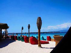 Beach club Pearl Gili Trawangan. Gili Trawangan, Beach Bars, Beach Club, Bali, Tokyo, Traveling, Pearls, Outdoor Decor, Viajes