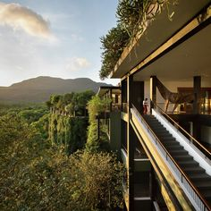 Kandalama Hotel / Geoffrey Bawa / Sri Lanka / photo © Tom Roe